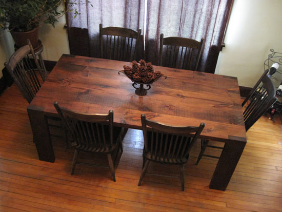 DINING TABLE IN RECLAIMED PINE